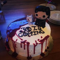 Easy Game of Thrones cake. Jon Snow and Ghost. Raspberry jam blood con caution.
