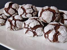 Citromhab: Csokoládés-diós pöfeteg Hungarian Recipes, Small Cake, Sweet Desserts, Chocolate Cake, Biscuits, Deserts, Good Food, Food And Drink, Cooking Recipes