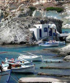 Goupa, a village on Kimolos island, Cyclades, Greece [+] Photo: Giorgos A Ventouris, via elladaa Cyclades Planet Earth 2, Greek Island Hopping, Greece Islands, Fishing Boats, Wonderful Places, Athens, Italy, Travel, Landscapes