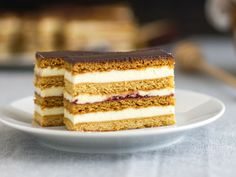 mezes-kremes-recept Vanilla Cake, Tiramisu, Cupcakes, Ethnic Recipes, Food, Cakes, Vanilla Sponge Cake, Meal, Cupcake