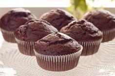 Muffin al cacao con cuore fondente pronti in 3 minuti. No, non è uno scherzo! Leggi la ricetta
