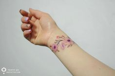 If you've ever been brave enough to get any ink done, you'll be aware that tattooists will, almost, always start with a black or dark outline. However, this is not necessarily the case at Korean tattoo parlor, 'Aro Tattoo'. Here, one of the artists, 'Silo', uses softer colors, making the end result look more like a watercolor painting than a traditional tattoo. Check out the amazing results!