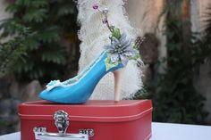 www.lamaisonrose.com.mx Deliciosa zapatilla hecha de chocolate con decoración navideña.