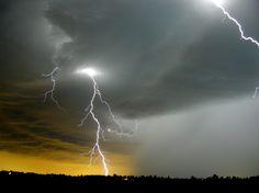 暗い雲と雷嵐 自然の力 自然 高解像度で壁紙