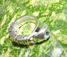 anillo plateadocon strass