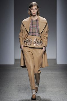 See the complete No. 21 Fall 2013 Ready-to-Wear collection.