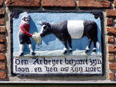 """WWW.HERMANSOUER.NL .. Gevelsteen """"BOER MET LAKENVELDER OS"""" Prinses Mariannelaan 42, Voorburg"""