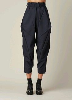 Apr 2020 - Issey Miyake Origami Culottes (Navy) - # origami # c . - Issey Miyake Origami Culottes (marine) – - Issey Miyake, Look Fashion, Fashion Details, Fashion Outfits, Womens Fashion, Fashion Design, Modern Fashion, Fashion Styles, Fashion Clothes
