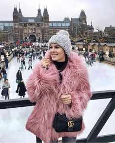 Image shared by Find images and videos about girl, fashion and style on We Heart It - the app to get lost in what you love. Older Women Fashion, Curvy Fashion, Womens Fashion, Fashion Edgy, College Fashion, Fashion Over 40, Business Fashion, Streetwear Fashion, Videos