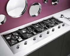 A revolutionary gas cooktop with built-in grid/burner from Electrolux. This patented solution makes cleaning operations easy and quick – once you remove grids with burners, Read Clean Stove Burners, Gas Stove Burner, Kitchen Sink Design, Modern Kitchen Cabinets, Kitchen Stove, Kitchen Appliances, Casa Loft, Diy Home Cleaning, Contemporary Kitchen Design