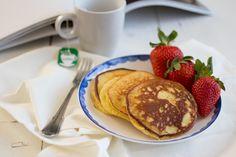 Pannenkoeken, naast brood het meest gezochte 'paleo-recept'. Google op 'paleo pancakes' en de recepten worden je om de oren gegooid. Ik heb er inmiddels al heel wat uitgeprobeerd maar meestal zijn ze heel zwaar door…