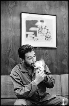 Che Guevara and Fidel Castro in CUBA, 1964 ~ vintage everyday Fidel Castro, Che Guevara Photos, Che Quevara, Cuba History, Ernesto Che Guevara, Elliott Erwitt, Photographer Portfolio, Havana Cuba, Magnum Photos