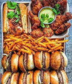 ASMR For Food Lovers I Love Food, Good Food, Yummy Food, Yummy Snacks, What Is Junk Food, Healthy Hamburger, Hamburger Meal, Food Platters, Food Goals