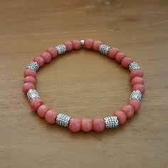 Bekijk dit items in mijn Etsy shop https://www.etsy.com/nl/listing/569301687/armband-red-grenadine-glaskralen
