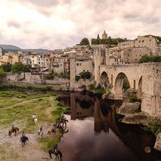 Probably one of the most romantic and terrific places for horses to regenerate. #catalunyaexperience