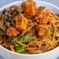 This page contains stir fry pasta recipes. Lots of different kinds of noodles can be fried with vegetables and meat or tofu to create a delicious main dish. Easy Pasta Recipes, Spicy Recipes, Asian Recipes, Cooking Recipes, Healthy Recipes, Japanese Recipes, Ham Recipes, Vegetarian Recipes, Healthy Food