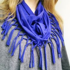 Create this fringe scarf from an old T-shirt. Recycle your summer T's and give a boho-chic look to your outfit .