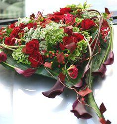 Design: Nobleman School of Floral Design Design: Nobleman School of Floral Design Casket Flowers, Flowers Uk, Funeral Flowers, Pretty Flowers, Fresh Flowers, Ikebana, Deco Floral, Floral Design, Design Design
