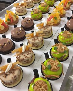357.8k Followers, 66 Following, 2,463 Posts - See Instagram photos and videos from Chocolate Jewels (@_chocolate_jewels_) Zumbo's Just Desserts, Gourmet Desserts, Fancy Desserts, Cookie Desserts, Dessert Recipes, Mini Pastries, French Pastries, Patisserie Design, Cupcake Flavors
