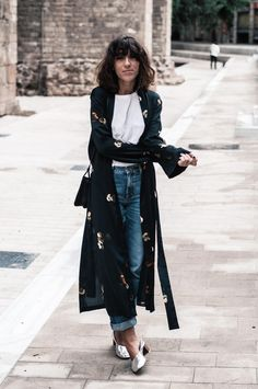 Kimono largo Mango, bolso, jeans & other stories, camiseta Bershka, zapatos Uterque http://www.laflorinata.com/2016/10/look-del-dia-silk-robe-coat.html#more