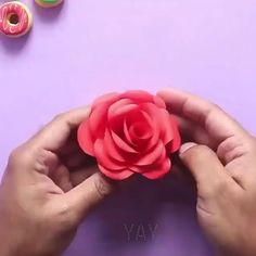 Cool Paper Crafts, Paper Flowers Craft, Paper Crafts Origami, Flower Crafts, Fabric Flowers, Felt Flowers, Diy Crafts Hacks, Diy Crafts For Gifts, Diy Home Crafts