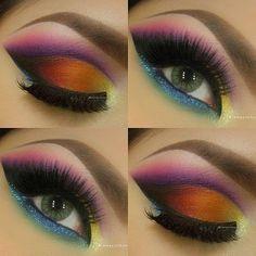 Bardzo precyzyjny i zachwycający makijaż - wiele kolorów i sztuczne rzęsy. Efekt WOW gwarantowany!