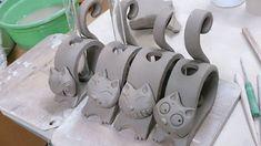 Good Absolutely Free Ceramics projects for beginners Tips Katzen Katzen The post Katzen appeared first on Salzteig Rezepte. Clay Art Projects, Ceramics Projects, Clay Crafts, Hand Built Pottery, Slab Pottery, Ceramic Pottery, Pottery Animals, Ceramic Animals, Sculptures Céramiques
