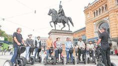 Königliche Touren mit dem Segway http://www.bild.de/regional/hannover/segway/koenigliche-touren-mit-dem-segway-37167094.bild.html