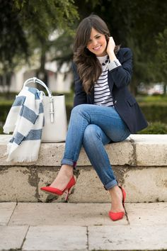 If you're hunting for a casual getup, experiment with a dark blue blazer with blue jeans. Red Heels Outfit, Blue Blazer Outfit, Blazer Outfits For Women, Look Blazer, Heels Outfits, Mode Outfits, Chic Outfits, Spring Outfits, Fashion Outfits