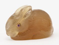 A FABERGÉ CARVED HARDSTONE FIGURE OF A RABBIT, CIRCA 1900 realistically carved of agate, with sapphire eyes, contained in leather retailer's case