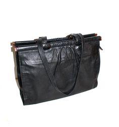 Chloe Handbags, Prada Handbags, Small Handbags, Handbags Michael Kors, Louis Vuitton Handbags, Fashion Handbags, Fendi Tote, Handbag Storage, Popular Handbags