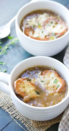 A simple French onion soup recipe, with just four easy steps! With caramelized onions, a rich and hearty broth, and toasted cheesy bread! Onion Soup Recipes, Beef Recipes, Cooking Recipes, Onion Soups, Cheesy Recipes, Top Recipes, Healthy Dinner Recipes, Vegetarian Recipes, Bon Appetit