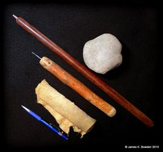 The 5 basic flintknapping tools used by James K. Bowden include (top to bottom) sandstone hammerstone/abrader, copper tipped Ishi stick, steel nail side notcher, deer leather pad, and diamond tipped scribe. Survival Tips, Survival Skills, Survival Quotes, Primitive Survival, Primitive Crafts, Flint Knives, Flint And Steel, Steel Nails, Flint Knapping