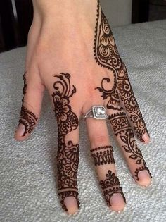 exclusive-bridal-mehndi-designs-on-fingers
