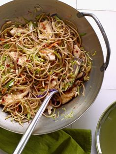 Szechuan Chicken with Noodles. Here's a quick and tasty way to get dinner on the table. Whole wheat spaghetti, broccoli slaw and chopped white meat chicken are stir fried in a spicy Asian-inspired sauce. Asian Recipes, Great Recipes, Favorite Recipes, Healthy Recipes, Easy Recipes, Healthy Options, Amazing Recipes, Delicious Recipes, Yummy Food