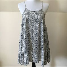 Ladies Insight Sundress Ladies size 4 Insight sundress. Small tear on left strap but still holds perfectly. It says size 4 but fits like a medium! Insight Dresses