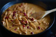 Att toppa grytorna med lingon är supergott. Det ger en fräsch smak, och passar både köttgrytor, kycklinggrytor & även en och annan fiskgryta. Sen blir det väldigt vackert också. Det här behöver du till 4 personer: 4 stora kycklingfile smör till stekning 2 1/2 dl creme fraiche 2 dl grädde … Läs mer
