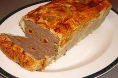 Reteta simpla de drob de pui in aluat de foietaj. Daca nu agreezi reetta traditionala de drob, poti sa pregatesti aceasta reteta cu maruntaie de pui, in foietaj. Este o reteta ideala de drob de pui, foarte delicioasa si usor de facut... Meatloaf, Bread, Food, Brot, Essen, Baking, Meals, Breads, Buns