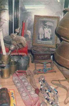 Shri Sai Baba used all these in his real life.all these items kept in museum. Sai Baba Pictures, God Pictures, Rare Pictures, Rare Photos, Ganesha Painting, Ganesha Art, Saints Of India, Vidya Balan Hot, Sai Baba Wallpapers