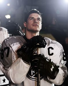 Sidney Crosby of the Pittsburgh Penguins Pens Hockey, Hockey Teams, Ice Hockey, Hockey Stuff, Hockey Rules, Sports Teams, Pittsburgh Sports, Pittsburgh Penguins Hockey, Pittsburgh Pirates