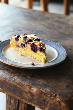 Hugh Fearnley-Whittingstalls ( St Clements polenta cake uses whole, boiled citrus fruits, which are blitzed up in a processor with all the other ingredients and contribute a range of delicious, marmaladey flavours to the finished cake. Recipe link in bio. Fun Desserts, Delicious Desserts, Dessert Recipes, Holiday Desserts, Springform Cake Tin, Polenta Cakes, Just Cakes, Toasted Almonds, Pastry Cake
