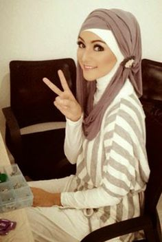 The Hijab fashion 2014 is definitely a veil used by many Islamic women who opt to implement a moderate style of outfit. The hijab could be donned in a range of Hijab Fashion 2016, Modest Fashion, Fashion 2014, Ladies Fashion, Womens Fashion, Turban Hijab, Hijab Chic, Islamic Fashion, Muslim Fashion