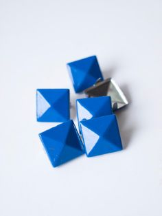 50 pcs x Blue square studs mix of 2 and by Catherine Trudel Design Studio Blue Square, Jewelry Design, Unique Jewelry, Leather Cuffs, Color Mixing, Pop Art, Studs, My Etsy Shop, Metal