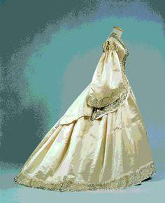 Abito da sposa di manifattura inglese (1862 ca). English wedding dress.Galleria del Costume - Palazzo Pitti Firenze