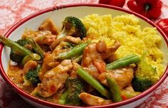 Make your own chicken curry according to recipe with coconut milk Healthy Eating Recipes, Cooking Recipes, Low Carb Brasil, Coconut Milk Recipes, Good Food, Yummy Food, Convenience Food, Eating Habits, Asian Recipes