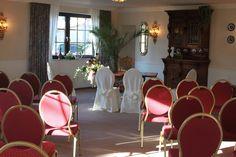 Das Hotel zum Walde verfügt über ein Trau-Zimmer. So könnt Ihr Euren Hochzeitstag von der Trauung bis zur Party entspannt an der Location verbringen.