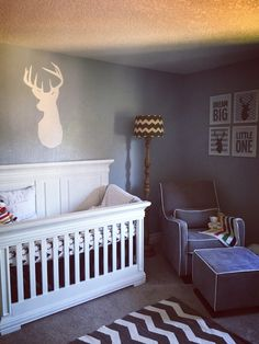 I like the set-up of this nursery for Laynee's room.