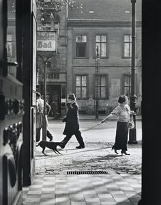 Roman Vishniac Recalcitrance, Berlin 1926 How odd…that dude in the background looks like he's talking on a cellphone-in 1926!
