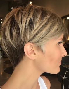 Bronde balayage pixie with v-cut nape short thin hair can sometimes seem bo Short Hair Styles Easy, Short Hair With Layers, Short Hair Cuts For Women, Short Hairstyles For Women, Hairstyle Short, Hair Updo, Curly Hair, Short Fine Hair, Short Layered Hairstyles