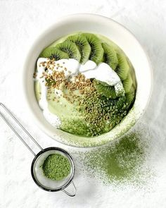 I love anything greentea!! So this bowl really won me over! Matcha Greentea Smoothie Bowl!! Yummy! Have great day y'all!